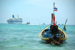 Tailboat en Cruise stock afbeelding