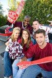Tailgating: College - Football-Fan-Freunden zujubeln und schreiend Stockbilder