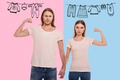 Taille de la famille agréable montrant leurs muscles Photos libres de droits