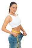 Taille de mesure de femme mince heureux Photographie stock libre de droits