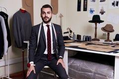 Tailleur moderne dans l'atelier Photos libres de droits