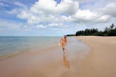 Tailândia. Mar de Andaman. Console de Ko Kho Khao. Menina Fotos de Stock Royalty Free