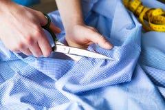 tailor ` S för skräddaren för handhackskräddaren scissors torkduken Arkivbild