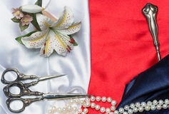 Tailoring tools and pearls on the silk Royalty Free Stock Photos