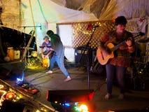 Taimane y banda que juegan en el Campout 2017 de Optimysstique Foto de archivo