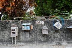 Tainan, Taiwan - November 24,2017: Briefkästen und Zeichen mit 321 Wegen auf der Wand Lizenzfreies Stockfoto