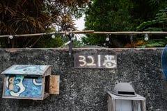 Tainan, Taiwan - November 24,2017: Briefkästen und Zeichen mit 321 Wegen auf der Wand Lizenzfreie Stockbilder