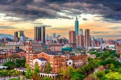 Taipeh, Cityscape van Taiwan bij Schemer royalty-vrije stock afbeeldingen