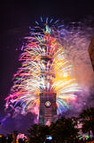 Taipeh 101 Feuerwerke des neuen Jahres stockbild