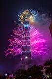 Taipeh 101 Feuerwerke des neuen Jahres stockbilder