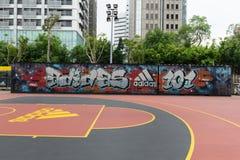 TAIPEH, TAIWAN - CIRCA im Februar 2018: Schließen Sie herauf Schuss von Adidas-Logo Adidas AG ist eine deutsche Gesellschaft, Stockbild