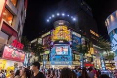 TAIPEH, TAIWAN - OKTOBER 7,2017: Die Menge von den Leuten, die in Ximending-Markt kaufen, ist eine Nachbarschaft und ein Gewerbeg Lizenzfreies Stockbild