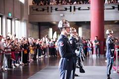 TAIPEH, TAIWAN - OKTOBER 8,2017: Schritte zum Ändern der Schutzzeremonie agains Stockfotos