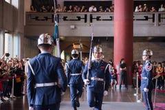 TAIPEH, TAIWAN - OKTOBER 8,2017: Schritte zum Ändern der Schutzzeremonie gegen bei Sun Yat-sen Memorial Hall, Taipeh Lizenzfreie Stockbilder