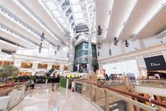 TAIPEH, TIWAN - 7,2017 OKTOBER: De binnenlandse mening binnen van Taipeh 101 Winkelcomplex is een oriëntatiepunt supertall wolken Stock Fotografie