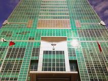 Taipeh 101 toren, mening van de voorzijde op straat Royalty-vrije Stock Afbeelding