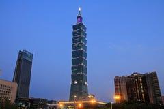 Taipei 101, construção alta da elevação na cena da noite de Taiwan Imagens de Stock