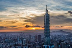 Taipei 101 durante puesta del sol Fotos de archivo