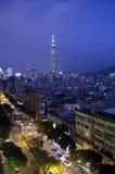 Taipei 101 e vecchia città Immagine Stock