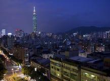 Taipei 101 e vecchia città Fotografie Stock