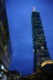 Taipei 101 en la oscuridad Fotos de archivo