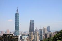 Taipei 101 från det Xiang berget i Taipei, Taiwan, ROC Royaltyfria Bilder