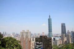 Taipei 101 från det Xiang berget i Taiwan Arkivfoto