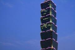 Taipei 101, hög löneförhöjningbyggnad i Taiwan nattplats Fotografering för Bildbyråer