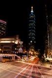 Taipei 101 luce dell'automobile Fotografia Stock Libera da Diritti