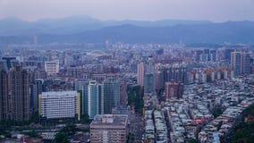 Taipei miasto zakrywający z mgłą zdjęcie stock