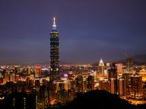 Taipei 101 nattplatser Arkivbilder