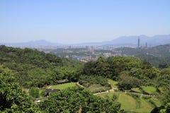 Taipei 101 och cityscape av Taipei från Maokong, Taiwan, ROC Royaltyfri Fotografi
