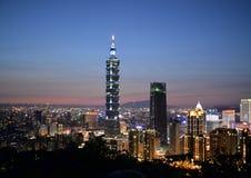 Taipei 101 och stadsplats Royaltyfria Bilder