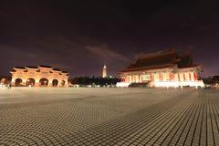 Taipei por noche imagenes de archivo
