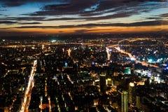 Taipei stad på natten Arkivbild