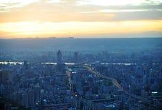 Taipei-Stadt nachts Lizenzfreie Stockfotos