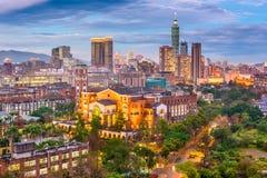 Taipei Taiwan Cityscape på skymning arkivfoto
