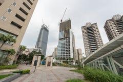 TAIPEI, TAIWAN - 30 DE NOVEMBRO DE 2016: Distrito financeiro de Taipei com o Skyscrappers sob a construção Fotografia de Stock