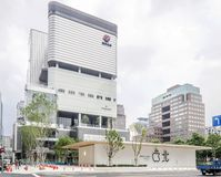 Taipei, Taiwan - June 6, 2019: Taiwan's second Apple Store — Apple Xinyi A13 — in new Far Eastern Department Store. stock images