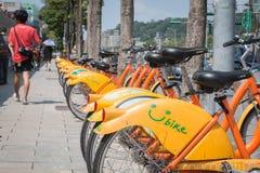 TAIPEI TAIWAN - MAJ 02: offentlig uthyrnings- cykel för den invånaren Royaltyfria Bilder