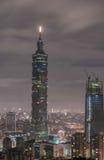 TAIPEI TAIWAN - NOVEMBER 29, 2016: Taipei Taiwan night panorama horisont cityscape Finansiell mitt I för Taipei 101 Taipei värld Arkivbild