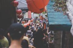 TAIPEI TAIWAN - OKTOBER 10,2017: Det många folket som shoppar i den Jiufen marknaden Fotografering för Bildbyråer