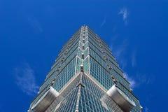 TAIPEI TAIWAN - OKTOBER 9,2017: Stäng sig upp sikt av den Taipei 101 skyskrapan, huvudstad Arkivbilder