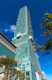 TAIPEI TAIWAN - OKTOBER 9,2017: Stäng sig upp sikt av den Taipei 101 skyskrapan, huvudstad Royaltyfri Foto