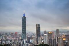 Taipei 101 torn och Taipei stad royaltyfria bilder