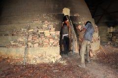 Trabajador del carbón de leña Imágenes de archivo libres de regalías