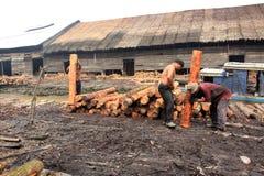 Trabajador del carbón de leña Fotografía de archivo libre de regalías