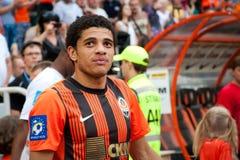 Taison para a frente do clube Shakhtar Donetsk do futebol Imagens de Stock Royalty Free