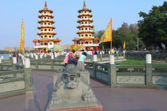 Taiwan: Drake och Tiger Pagodas Royaltyfri Bild