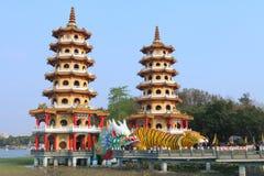 Taiwan: Drake och Tiger Pagodas Arkivbild